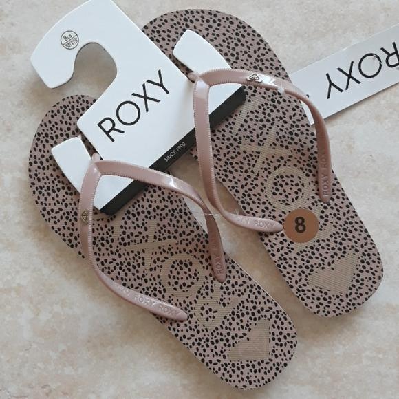 Roxy leopard print flip flop sandals